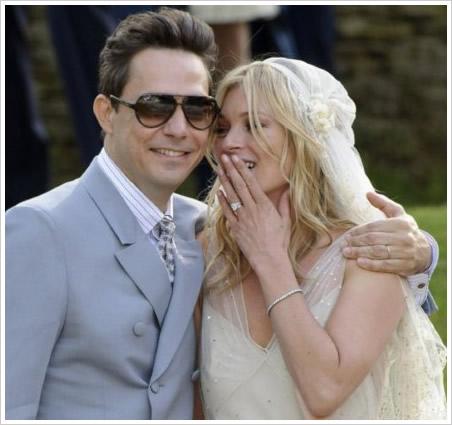 kate moss 穿 john galliano 婚纱出嫁图片